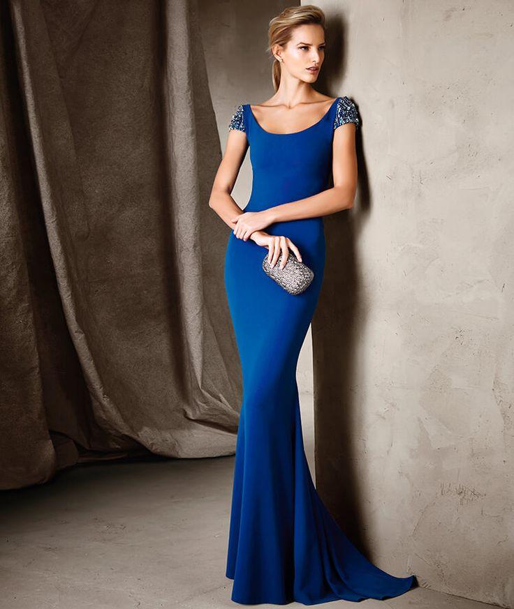 Vestido azul real de Pronovias