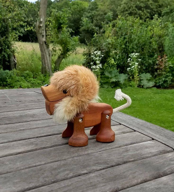 De oorspronkelijke 1960 teak Sveistrup leeuw met jointed benen en echte konijn bont mane in uitstekende conditie. Gemaakt in Denemarken. door LeKrazyHorse op Etsy https://www.etsy.com/nl/listing/540524113/de-oorspronkelijke-1960-teak-sveistrup