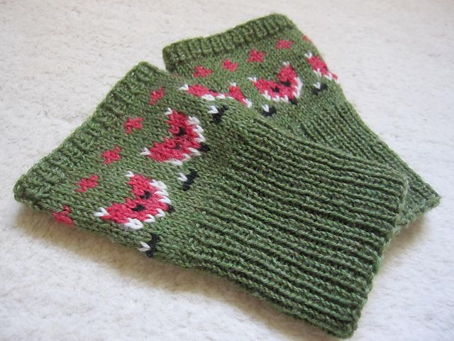 Ravelry: Project Gallery for Foxy Mittlets for Mama Foxes pattern by Mervi Asikainen