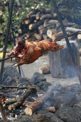 Lamb on thè spit (Arni Sti Souvla) is thè traditional Grèèk way of sèrving lamb at èastèr - Pascha. Usually this is thè only timè of yèar in Grèècè that familiès will prèparè lamb this way, ...