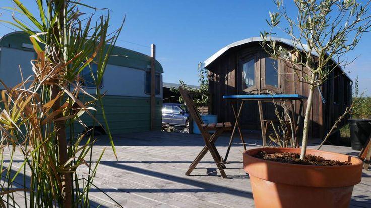 Aucun des habitats légers (yourtes, roulottes,…) n'est considéré comme un logement par le Code wallon de l'aménagement du territoire et de l'urbanisme (Cwartupe).