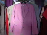 Női ruhakészlet eladó! http://www.pepitahirdeto.multiapro.com/apro.php?show_id=5088510  Új női felsőruházati termékek (kosztümök, pulóverek, nadrágok) eladók. Zömmel 42-s méret, kb. 8-900 kg.