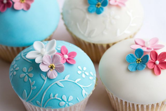 fondant: Flowers Cupcakes, Cakes Ideas, Floral Cupcakes, Wedding Cupcakes, Unique Wedding, Cupcakes Art, Fondant Toppers, Fondant Flowers, Fondant Cupcakes