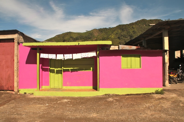 We ♥ PINK - A cute little house in #Palmor #Colombia in the Sierra Nevada ...
