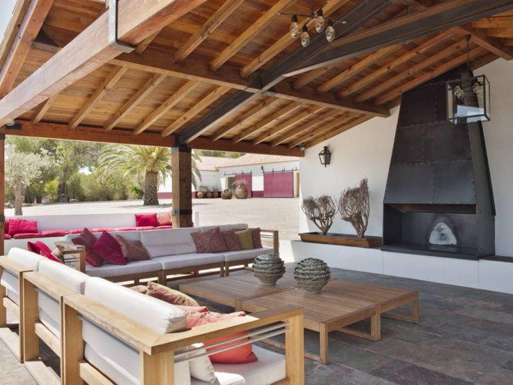 Ahşap tavan dekorasyonu ile mekanda sıcak ve samimi bir hava yaratabilirsiniz...