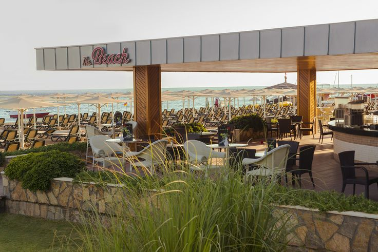 The Beach Snack: The Beach Snack bar serves all of your favourite beverages between 09:00 – 18:00 7 days a week and between 16:00 – 18:00 light snacks are available if you missed lunch from having too much fun during the day or sleeping off the previous nights party!
