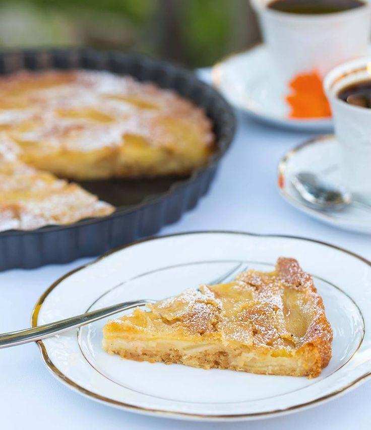 Dieser leckerer Dinkel Apfelkuchen ist super einfach ohne komplizierte Zutaten zu backen. Vegan, sojafrei, ohne Margarine und fettarm!