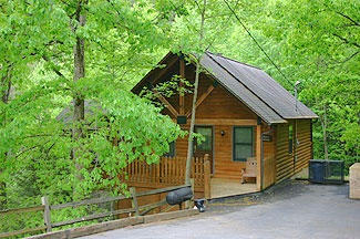 Pigeon Forge chalet rentals: ALLEN'S HIDEAWAY, Hidden Lakes 153 is a charming 1 bedroom, 1 bath chalet located a short 7 miles from downtown Pigeon Forge.  Features include a queen bed, indoor whirlpo...