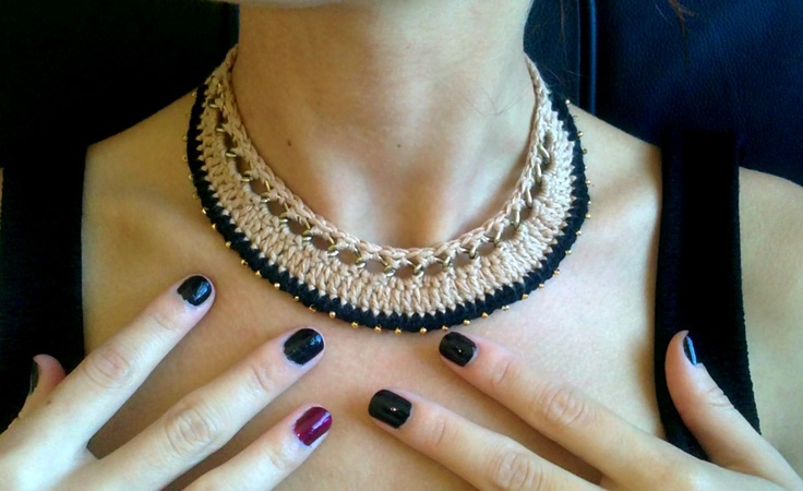 Vintage crochet necklace with coppery chain and gold details