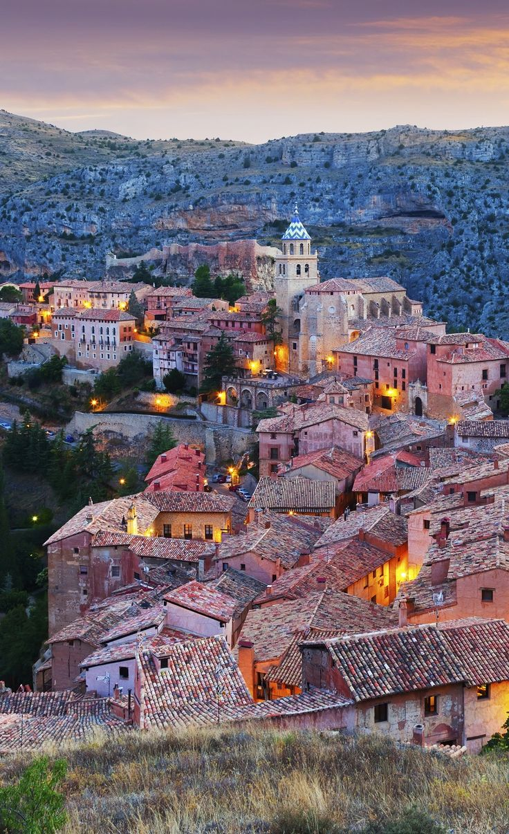 Albarracín,(Teruel, Aragón, España). Monumento Nacional desde 1961;  Medalla de Oro al mérito en las Bellas Artes de 1996, y propuesta por la Unesco para ser declarada Patrimonio de la Humanidad   -   Albarracín (Teruel, Aragon, Spain). The town is a National Monument in 1961; Gold Medal for Merit in Fine Arts in 1996, and proposed by the Unesco to be declared a World Heritage Site by the beauty and importance of its historical heritage is. Bucket List Destinations You've Never Heard Of!