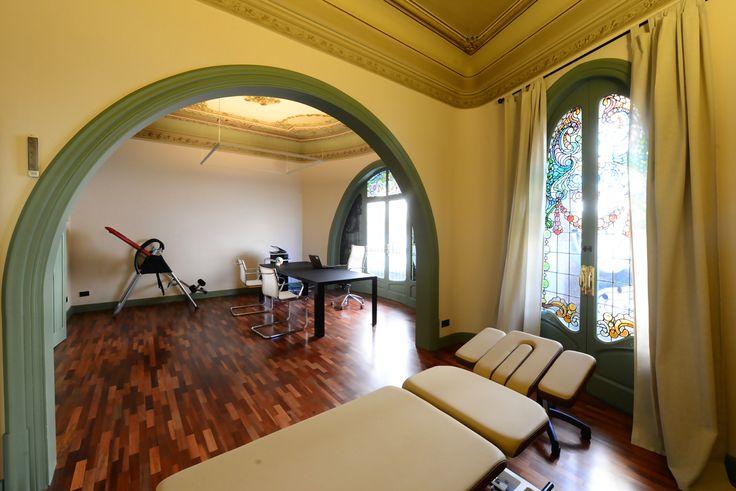 Las estancias de la Casa #Comalat son amplias y diáfanas, perfectas para nuestra actividad diaria en la clínica. #CasaComalat #modernismo #arquitectura #Barcelona #artnouveau #ArvilaMagna
