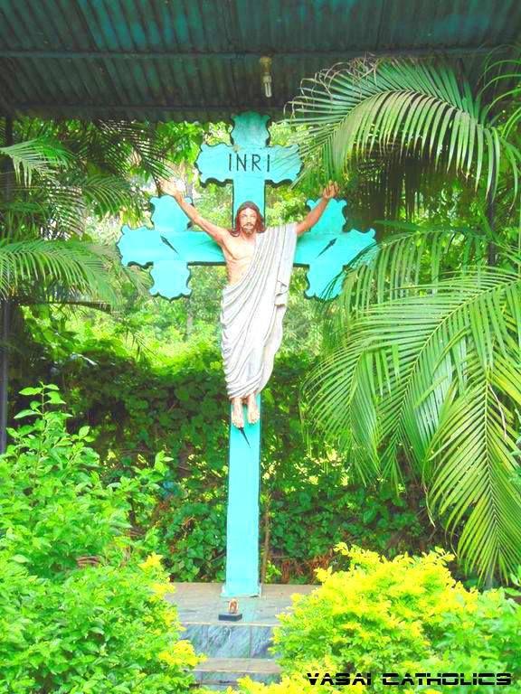 Cross in Chobare-Kirawali Village, Vasai West belonging to Furtado Family.