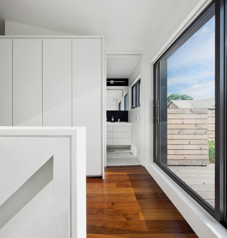 The Torontos Contrast House A Smart Solution For You Who Didnt Have Much Space Interior Design Wooden Floor White Wall Glass Transparent Window With