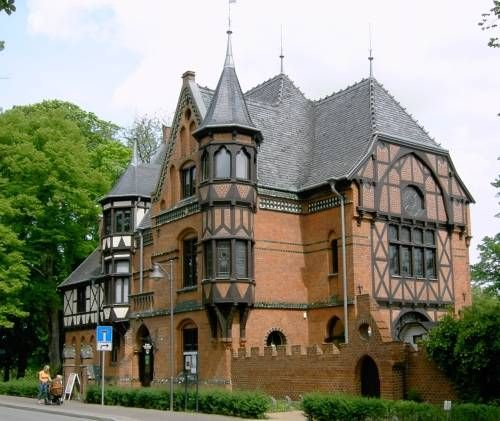 1000 images about tudor house on pinterest cubby houses for Building a victorian house