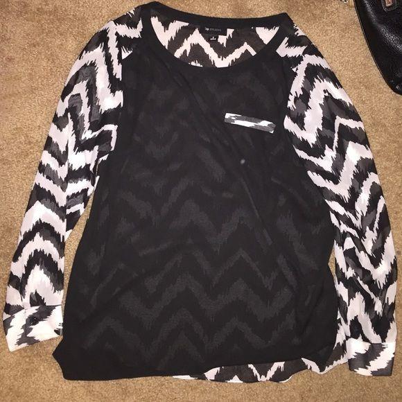 Black and white sheer chevron top Ab studio black and white chevron top size small. Perfect with leggings or tucked into skirt AB Studio Tops Blouses