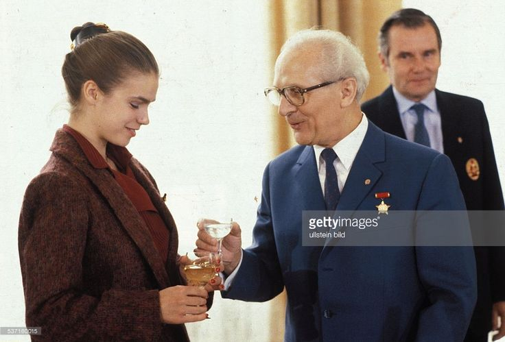 Erich Honecker receiving athletes of outstading merit after the Olympic Games in Sarajevo. From left: Manfred Ewald, Erich Honecker, Katharina Witt | April 26, 1984
