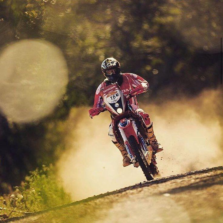 A great one to end up your Saturday! Where this photo was taken?   Una de buena para acabar el Sábado. Donde se sacó esta foto?   #4stroke #dakar2016 #kawasaki #kTM #motorcycle #enduro #wild #husqvarna #rallybike #wheelie #Suzuki #rallybikes #honda #Yamaha #mud #fail #dakar #advrider #dualsportlife #advbiker #advaddicts #dakarseries  Check our page: http://ift.tt/1IHJREW  Photo by @tunicomaciel by rallybikes
