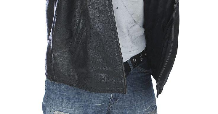 Moda para los hombres adolescentes de los 90s. En la década de 1990 la moda para los hombres adolescentes fue muy variada. Desde la influencia del grunge con el movimiento grunge rock de Seattle liderado por bandas populares tales como Nirvana, Pearl Jam y Radiohead, a la influencia del hip-hop con raperos como Will Smith y MC Hammer que popularizaron el uso de ropas holgadas, las tendencias ...