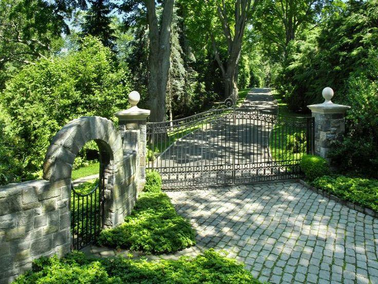 17 best images about driveway entrance on pinterest for Best driveway gates