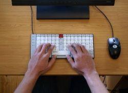 Ergonomie du clavier et du poste de travail informatique - Disposition de clavier francophone et ergonomique bépo