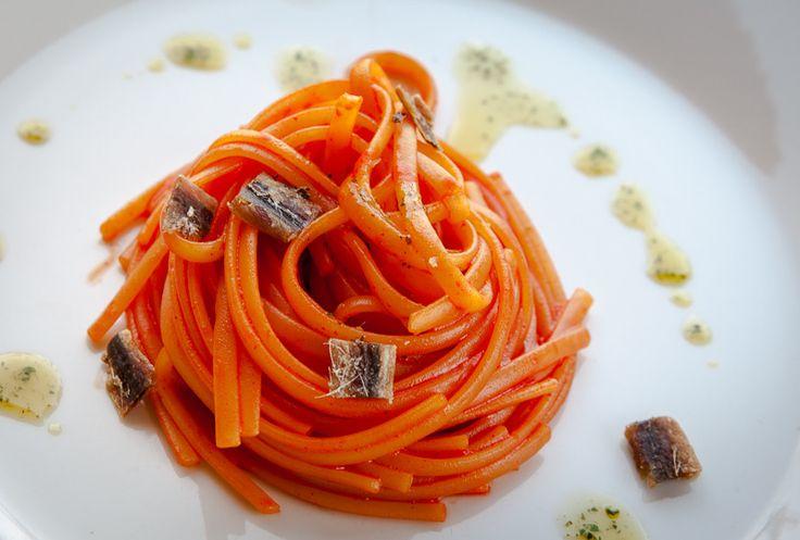 Un piatto di pasta atipico, ma da provare. Ora soprattutto che i peperoni iniziano ad avere un sapore di peperone vero...