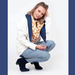 """Jeans van biologisch GOTS katoen, geproduceerd in Nederland  Tapered pantalon/jeans verkrijgbaar in een lichte en donkere uitvoering. Gemaakt van een 100% katoenen denim of chambray. De pantalon/jeans heeft een """"baggy"""" pasvorm met een ho..."""