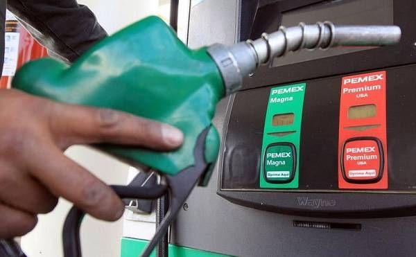 El precio del petróleo baja a nivel internacional pero la gasolina sigue cara en México