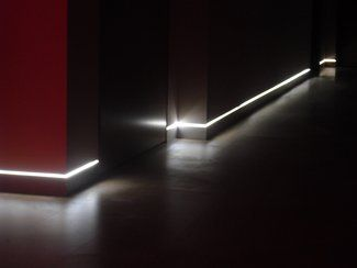 Skirting board flush with the wall and led light