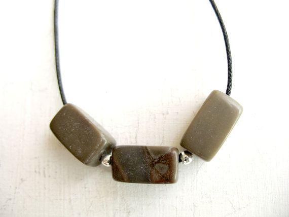 Joyería de playa, piedra Triple verde, ejército, novio lindo regalo, collar de perlas, regalos marrón, ajustable collar verde