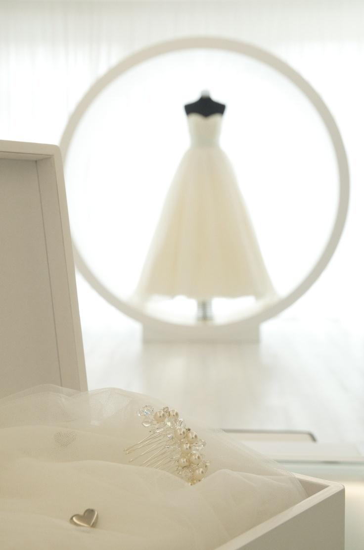 Amatelier è atelier abito da sposa. Amatelier vi accoglie in boutique per sfilare su una vera passerella.   www.amatelier.it  T 08281992372