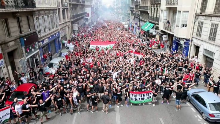 30,000 Hungarian football fans in Marseilles