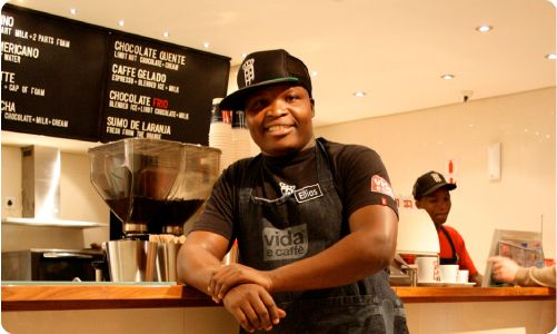 Known for their great service, Vida e Caffe baristers are handpicked and undergo rigorous training. To provide the quintessential Vida experience.