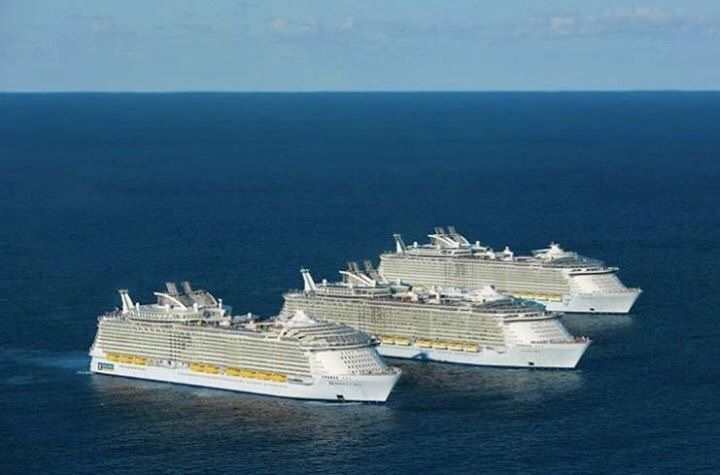 I can not even forget the big day of 5th November 2016, when the world's largest cruise ship in the world, Harmony of the Seas met with the sisters of Allure of the Seas and Oasis of the Seas in Miami. The small sisters came together to welcomed the big sister before arrinving in harbor …