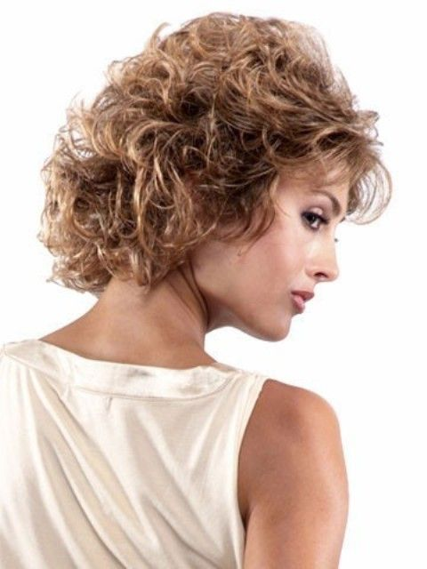 16 süße kurze Frisuren für lockiges Haar, um andere Frauen eifersüchtig zu machen