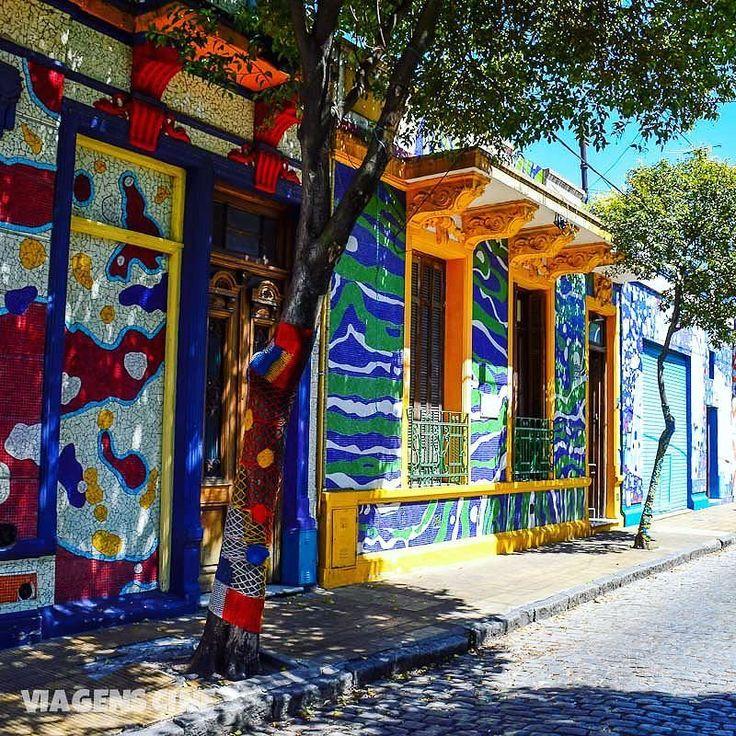Pra quem já conheceu Casa Rosada Caminito e Puerto Madero que tal conhecer o lado B de Buenos Aires. Tem post novo no blog contando o tour do @airesbuenosblog que fizemos por lá (link na bio) #BuenosBlogs #airesbuenos #travelsouthamerica #buenosaires #buenosairescity #DescubraBuenosAires #buenosairesphoto #argentina #worldtraveler #worldplaces #blogdeviagem #travelbloggerlife #igworldclub #photooftheday #historiasdadi #essemundoenosso #beautifuldestinations #discoverglobe #travelawesome…