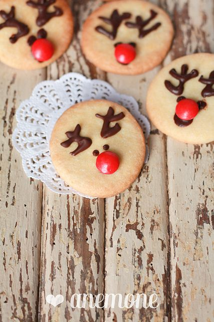 Gingerbread cupcakes con biscotti renna http://www.anemoneincucina.com/2012/12/gingerbread-cupcakes-con-biscotti-renna.htmlby anemone's corner, via Flickr