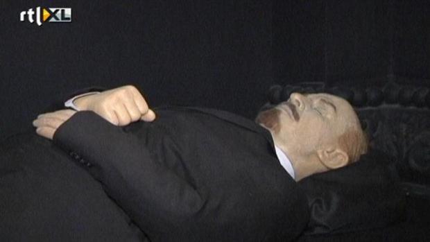 Vlak voor Lenins dood kreeg hij veel beroertes. Een daarvan had er voor gezorgd dat hij niet meer kon praten. De beroertes zijn hem uiteindelijk ook fataal geworden.