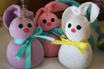 13 Simple Easter crafts: Sock Bunnies!