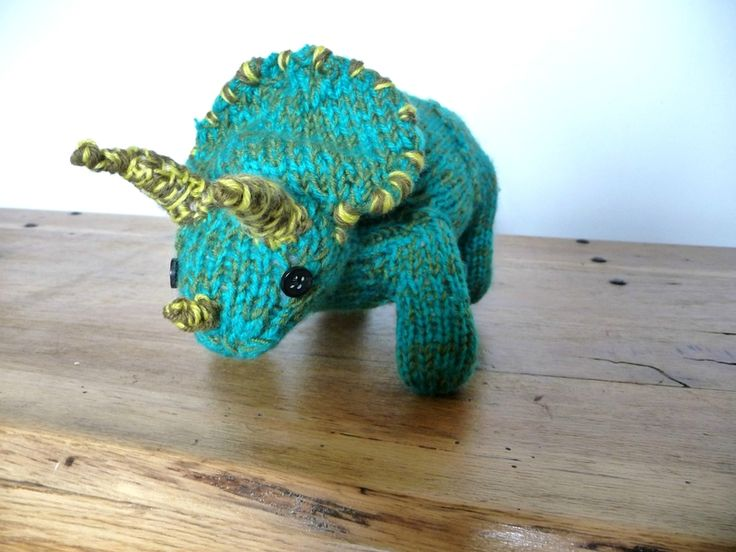 knitted triceratops by Les Boutiqueuses (tricot)