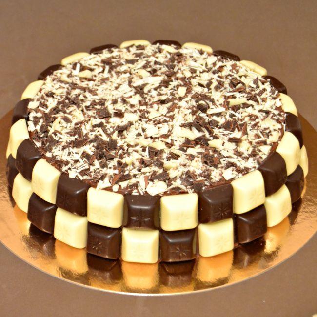 Tarta Nata Chocolate Decorada Con Lacasitos