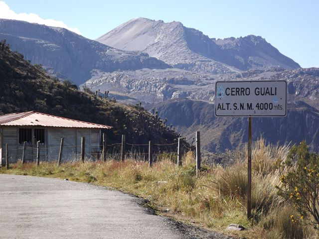 our next view was ''Cerro Guali'' a place at 4.000 m.a.s.l where we could see the Volcano... www.colombiatravalmagazine.com
