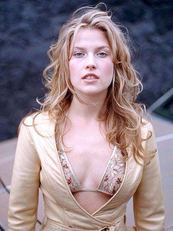 1976年アメリカ、ニュージャージー州に生まれた女優アリ・ラーター。