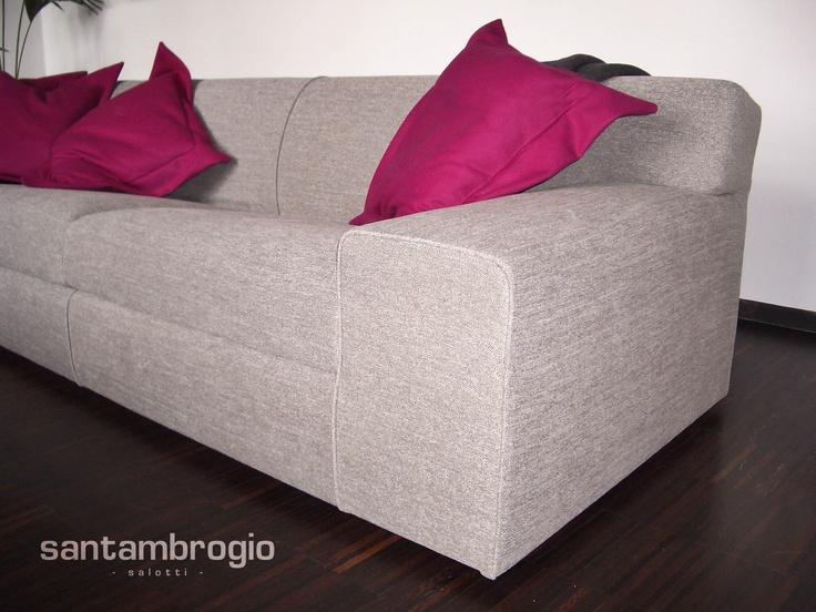 Particolare #divano con cuscini rosa, realizzato su #misura!