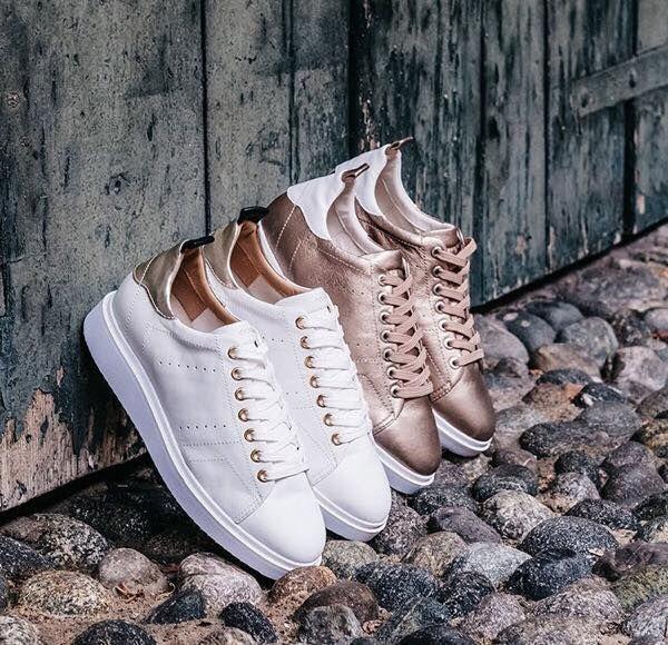 Spring fashion χωρίς λευκά sneakers δε γίνεται! H #Geox απογειώνει τα κλασσικά sneakers με bonus detail τις χρυσές metallic λεπτομέρειες!