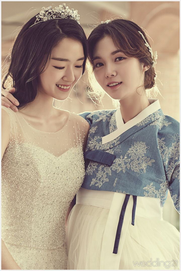 [웨딩 스페셜] ① 로맨틱 웨딩드레스와 아리따운 한복의 조우| Daum라이프