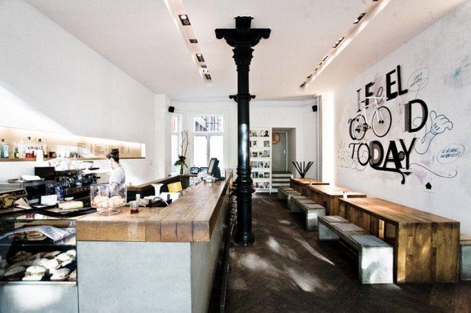 Café www.ersteliebebar.de Montag bis Freitag: 9:00 – 20:00 Samstag: 10:00 – 18:00