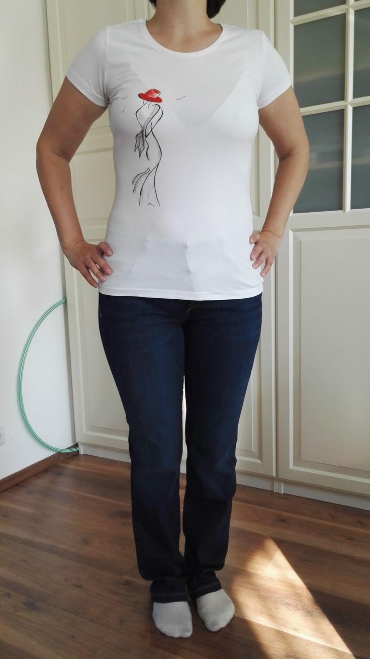 Malované+dámské+tričko+silueta+vel.+M+Originální+ručně+malované+tričko+velikosti+M.+Materiál:+95+%+bavlna,+5+%+elastan,+Single+Jersey+,+gramáž+180+g/m2,+růžové+barvy.+Doporučuji+prát+po+rubu+na+30stupňů+na+šetrný+program+-+obrácené+obrázkem+dovnitř.+Žehlit+na+bavlnu,+motiv+přes+plátno+nebo+po+rubu.+Barvy+jsou+do+trička+tepelně+zafixovány+žehlením.+Tričko+je+...