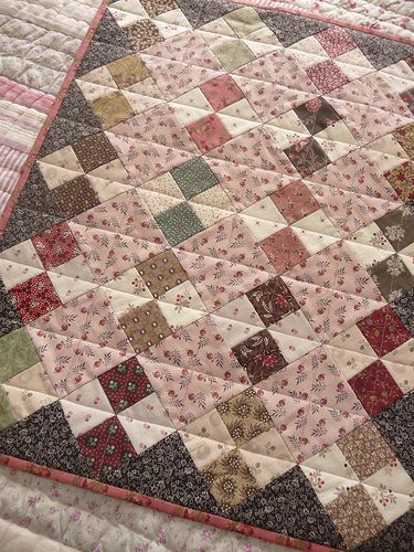 Pink four-patch on point with dark triangle border - Tempus fugit