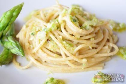 Receita de Espaguete com creme de aspargos, limão e parmesão em receitas de massas, veja essa e outras receitas aqui!