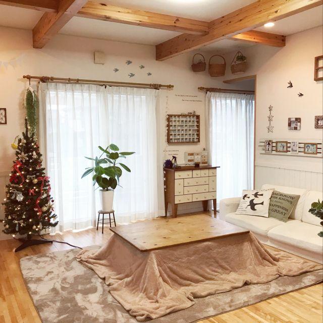 aminchanさんの、ナチュラルインテリア,いつもいいね、ありがとぅございます♡,いいね、お返しができなくてごめんなさい。,ゴムの木,クリスマス,クリスマスツリー,こたつ,リビング,のお部屋写真